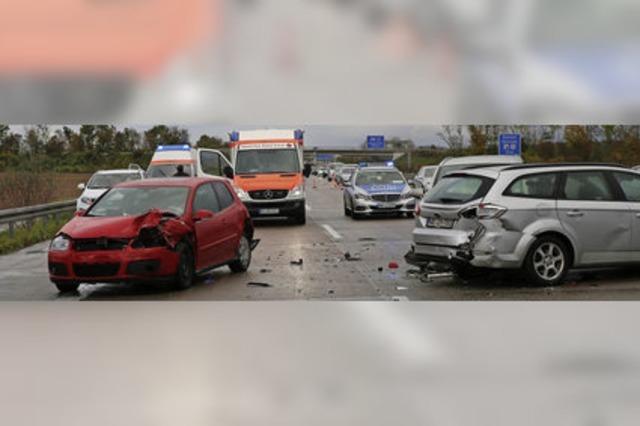 Unfallserie nach Starkregen auf der A 5 bei Offenburg
