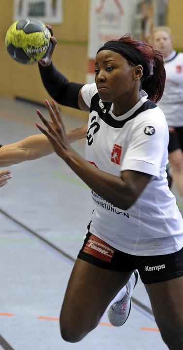 Steuerte zwei Tore zur 5:0-Führung bei: Chanel Mbiakop  | Foto: Schön