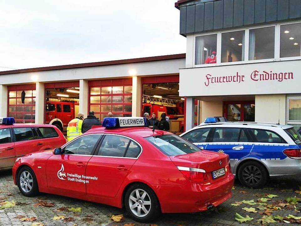 Die Einsatzkräfte vor dem Feuerwehrhaus in Endingen  | Foto: Martin Wendel