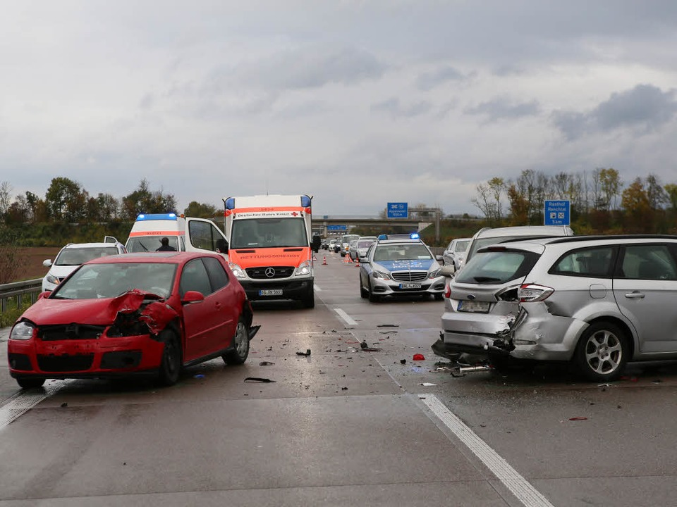 Einer von zwölf Unfällen am Sonntag auf der A5 zwischen Offenburg und Appenweier  | Foto: Christoph Breithaupt