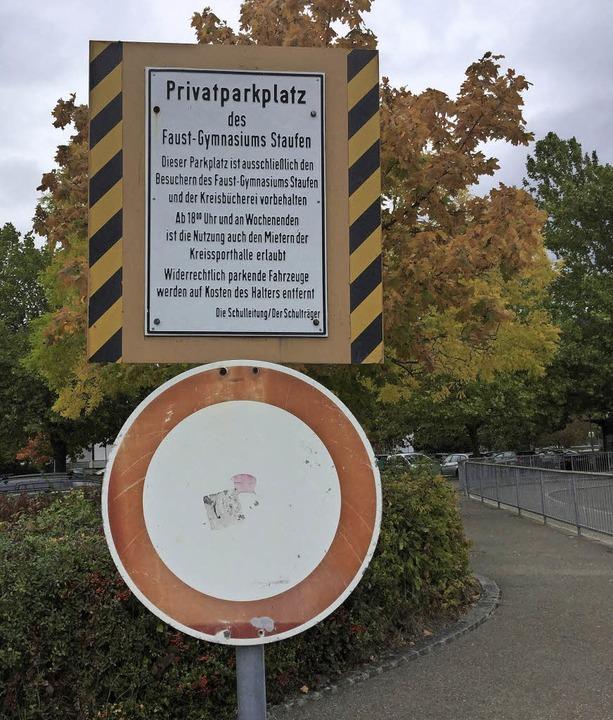 Das Schild macht es eigentlich unmissv...m. Doch viele halten sich nicht daran.  | Foto: Ruther