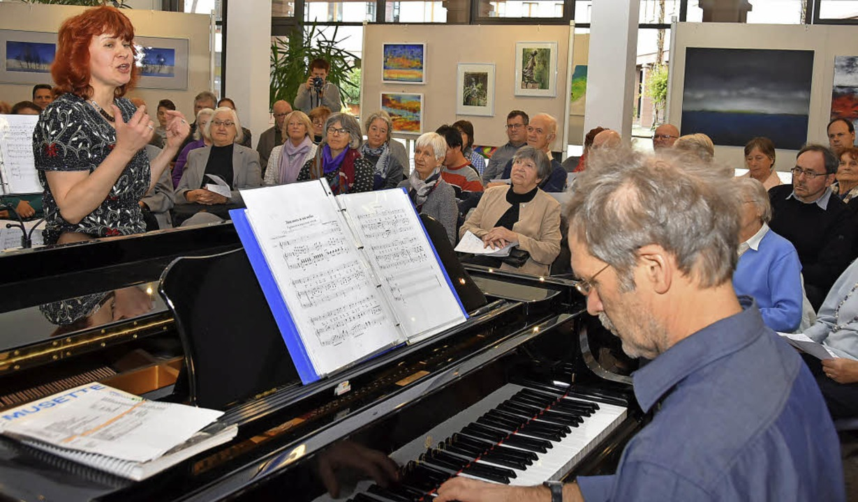 Tanja Averkovych singt  in Gundelfinge...leitet  von Martin Maurer am Klavier.   | Foto: A. Steinhart