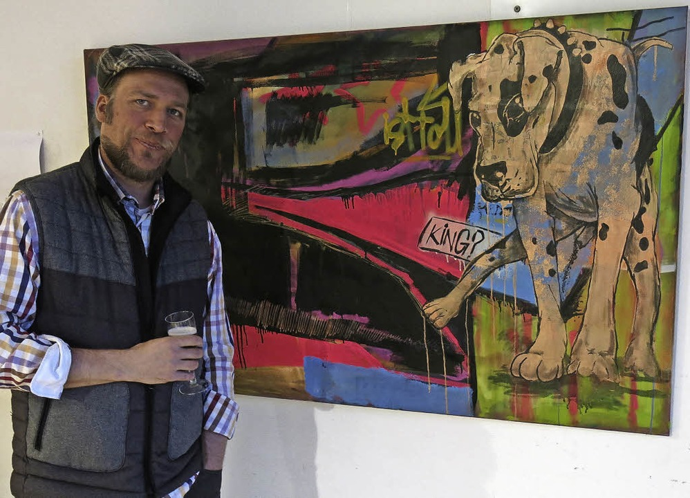 Henning Luckert präsentiert seine Kunstwerke  | Foto: Georg Voß