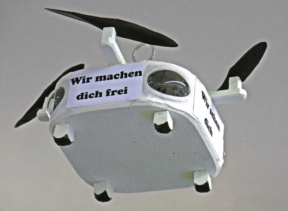 Vorsicht Überwachungsdrohne (von Eberhard Sachs)  | Foto: Georg Voß