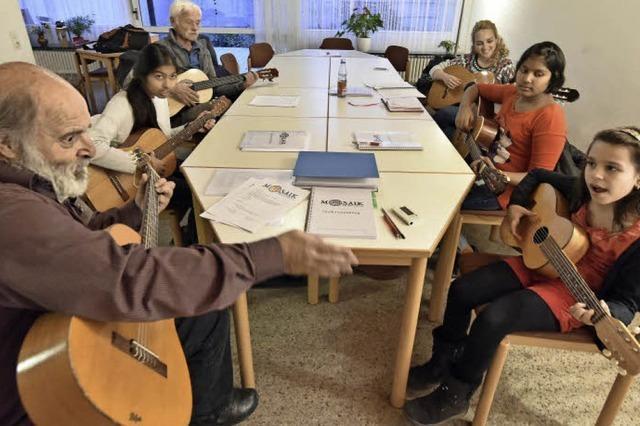 In Betzenhausen findet ein Gitarrenkurs für Menschen mit und ohne Fluchterfahrung statt