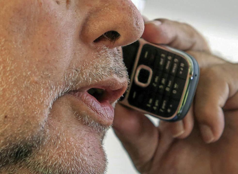 Vor allen Dingen telefonisch nehmen  Opfer mit dem Weißen Ring Kontakt auf.  | Foto: dpa