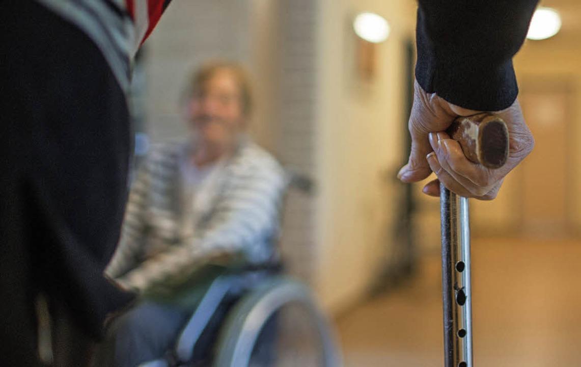 Ältere Menschen in Vörstetten sollen k...hkeit haben, im Ort betreut zu werden.  | Foto: dpa