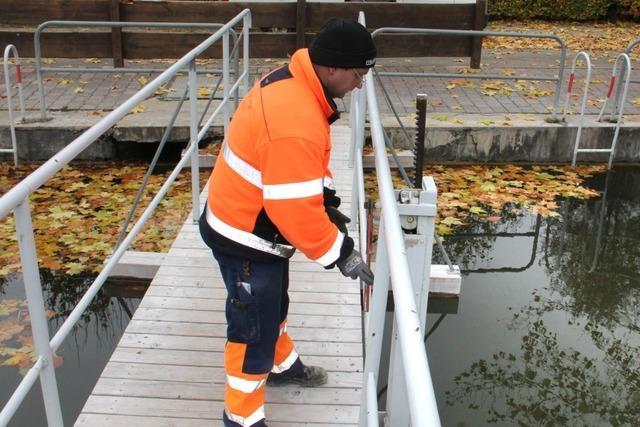 Suche nach Vermisster: Polizei lässt Wasser aus Badesee ab