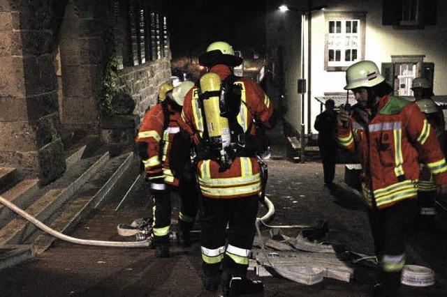 Feuerwehr und Rotes Kreuz probten einen Brandfall mit Personenrettung