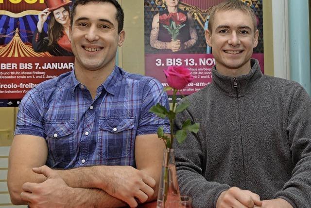 Zwei Ukrainer begeistern mit Akrobatik im Varieté am Seepark