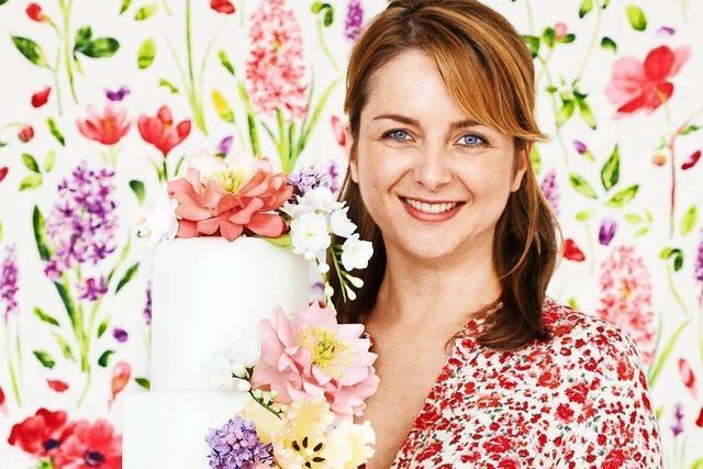 Konditorin Peggy Porschen führt in die Kunst der Zuckerblumen ein