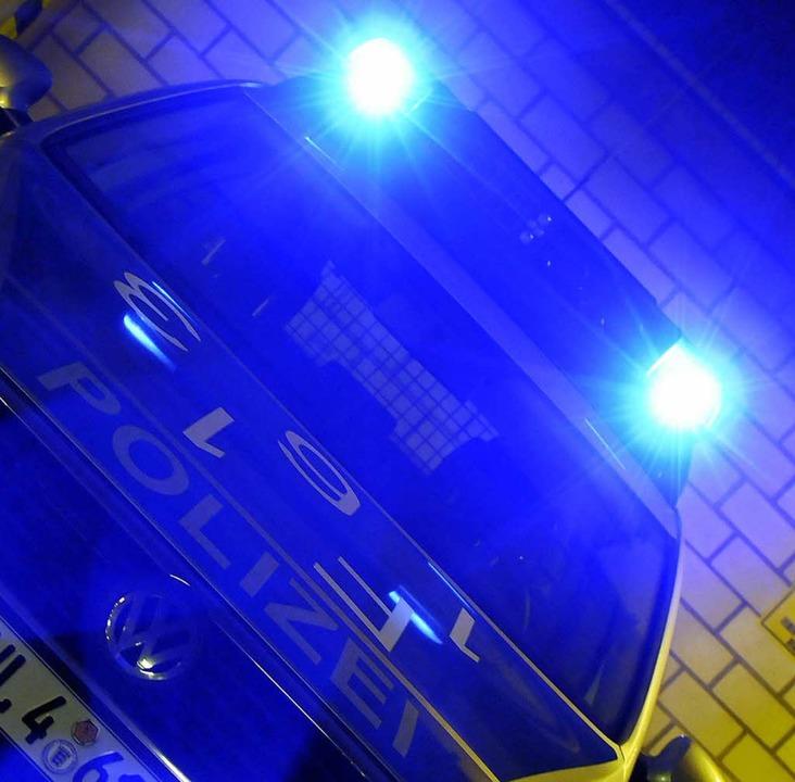 Einsatz an der Eschholzstraße, Polizei und Sanitäter eilten zur Unfallstelle.  | Foto: Ingo Schneider