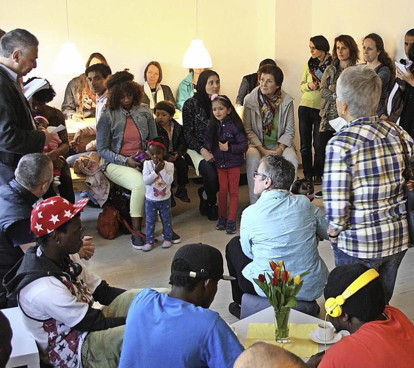 Beim  Café together – hier ein B...h wöchentlich Helfer und Flüchtlinge.   | Foto: zvg