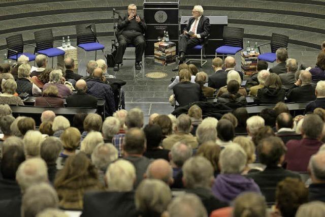 1000 Zuhörer kommen zu Veranstaltung mit Kardinal Lehmann an die Uni Freiburg