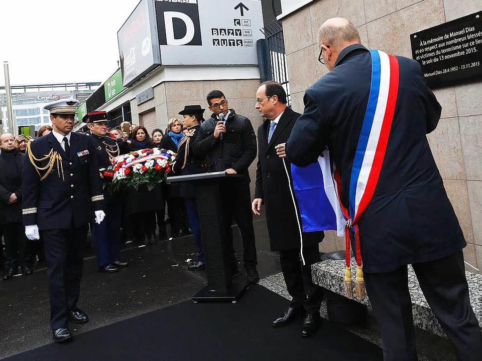 Frankreichs Präsident Hollande und Did...int-Denis, enthüllen eine Gedenktafel.    Foto: AFP