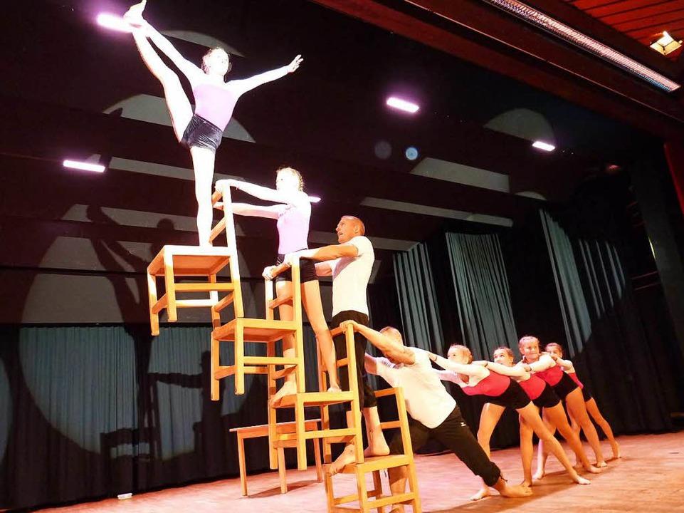 Doch auch die  Stuhlgang New Generatio...essante akrobatische Ideen auf Lager.   | Foto: Heidrun Simoneit