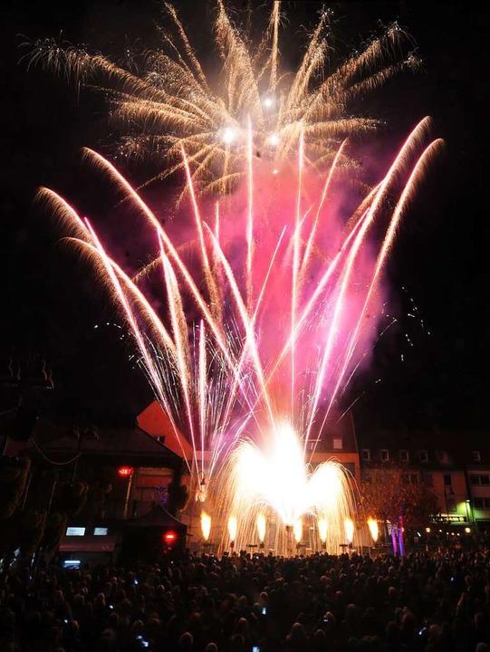 Das Feuerwerk läutete das Ende der Chrysanthema ein.  | Foto: WOLFGANG KUENSTLE