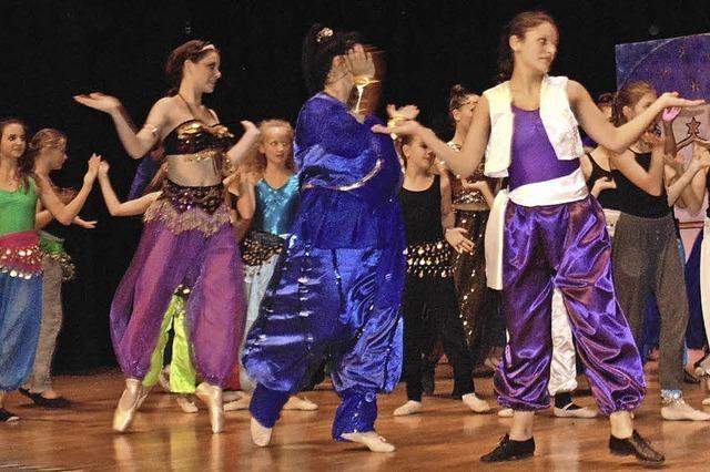 90 Tänzer präsentierten das Musical Aladdin