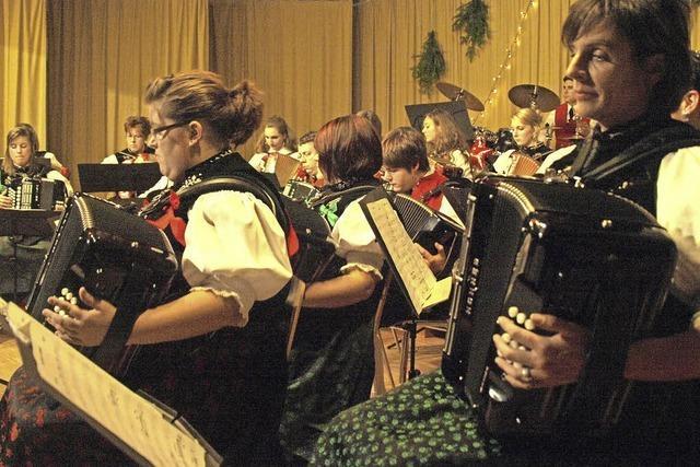 Hanharmonika-Club Albtal konzertiert in Schlageten