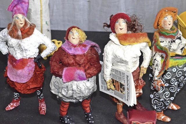 Dorothea Siegert-Binder aus Staufen kreiert bunte Figuren aus Pappmaché
