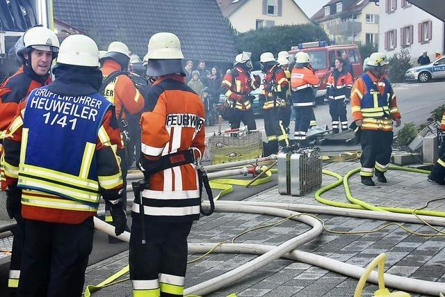 Rettungskräfte arbeiten Hand in Hand