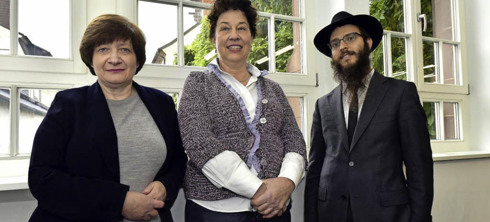 Stehen für den Erhalt der Synagogen-St...rüger, Rabbi Yakov Gitler (von links).  | Foto: Thomas Kunz