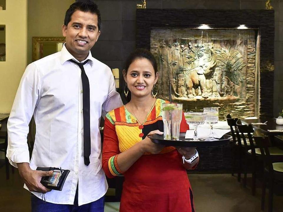 Dipa und Rony Hasan betreiben das &#82...chland mit Gerichten aus Bangladesch.     Foto: Thomas Kunz