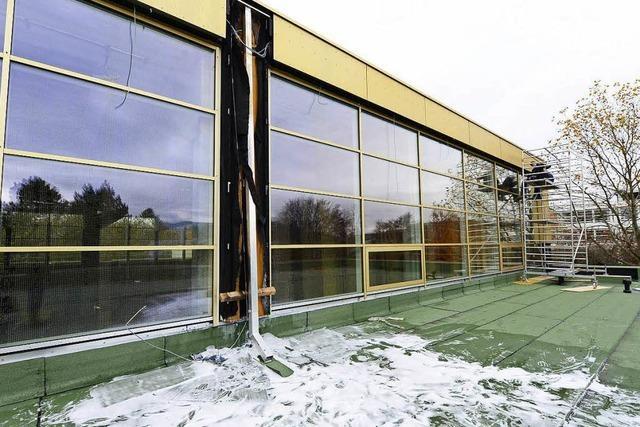Brand im Berufsschulzentrum Freiburg – Feuerwehr löscht rasch