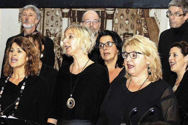 Der Chorus delicti ist mit einem Chor-Bild-Konzert in der ehemaligen Synagoge aufgetreten