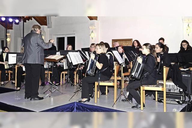 """""""Akkordeon Concertant"""" spielte vor großem Publikum im Bürgersaal"""