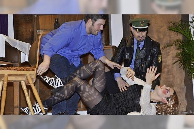Landjugend zeigt unterhaltsame Kriminalkomödie in der Silberberghalle
