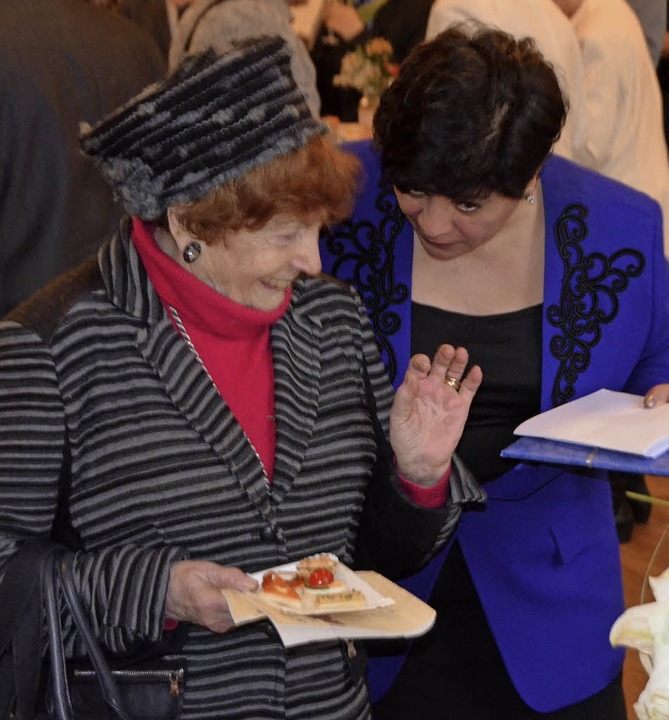Myrthe Dreyfuss-Kahn (links)  im Gespräch mit Olga Maryanovska.  | Foto: Gerhard Walser