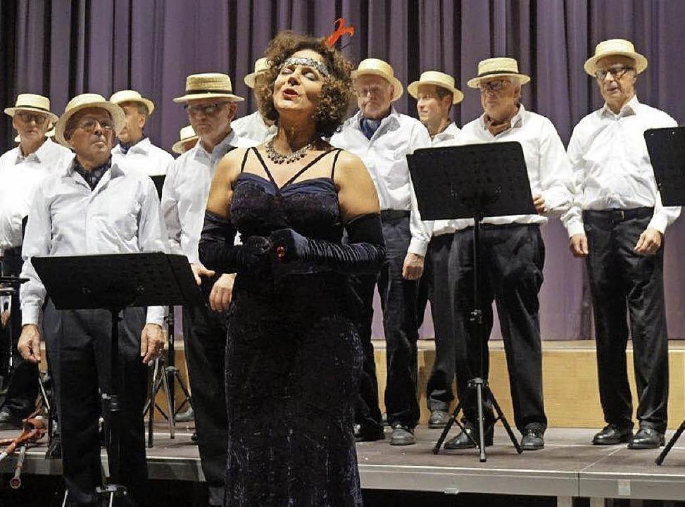 Solistin Susanne Stauber unterstützt den Chor Chorioso.   | Foto: Anne Freyer