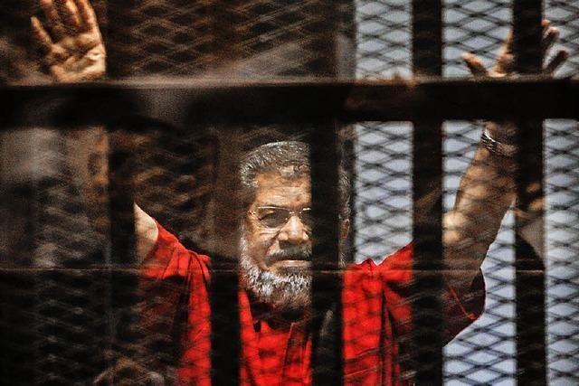 Muslimbruder Mohammed Mursi darf weiterleben