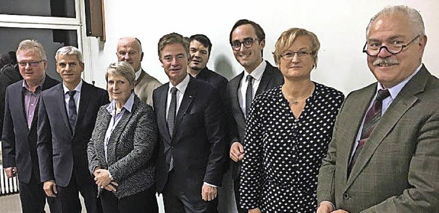 Der CDU-Bundestagsabgeordnete Matern v...ts) sprach einige Worte zur Begrüßung.  | Foto: privat