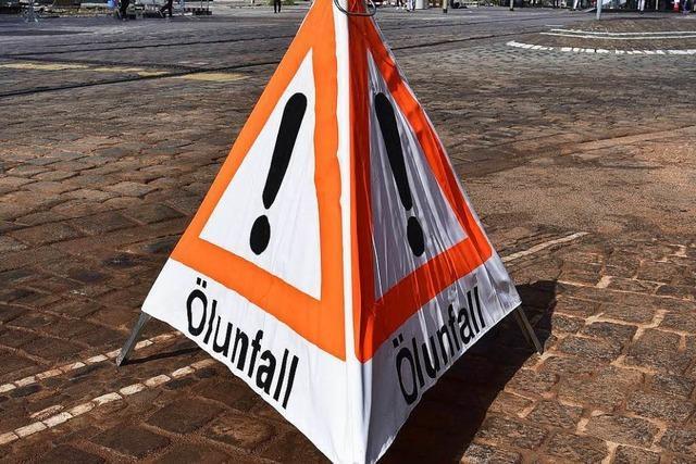 Gefährliche Ölspur auf Freiburgs Kartäuserstraße – Sperrung aufgehoben
