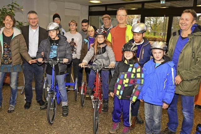 Tour zum Nordkap mündet in eine Spende von zwei Therapierädern