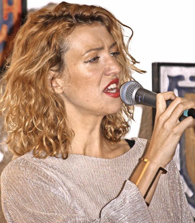 Die Sängerin Helena Goldt war  beim russischen Abend  in Bubenbach zu Gast.   | Foto: BRICHTA