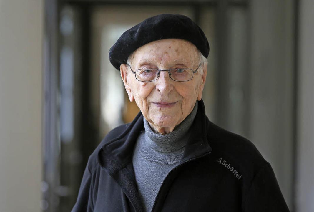 Sein Markenzeichen ist die Baskenmütze...t, Pfarrer i. R., wird 105 Jahre alt.   | Foto: Christoph Breithaupt