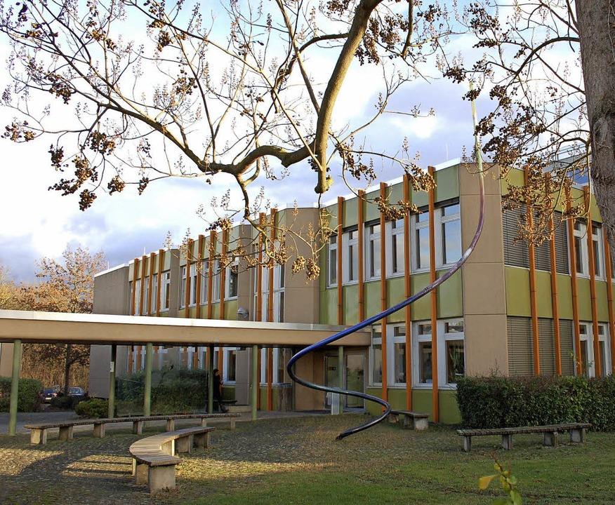 Für den Ausbau der Gewerbeschule Breis...ehen innen und außen Sanierungen an.    | Foto: Markus Donner / Gerold Zink