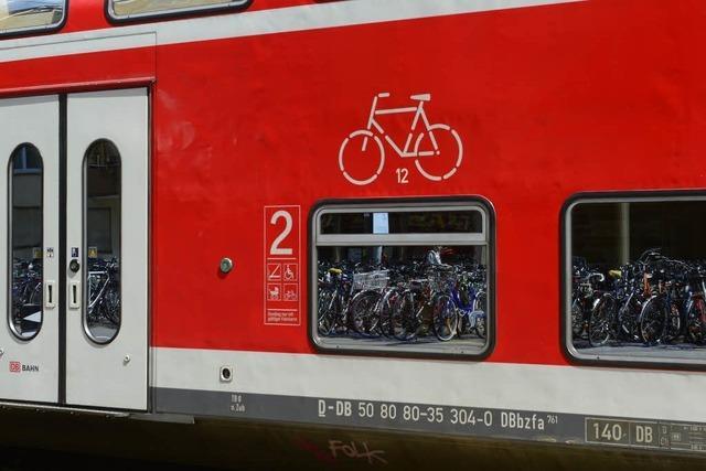 Mann attackiert Fahrgäste im Zug nach Freiburg – Kind fällt aus dem Kinderwagen