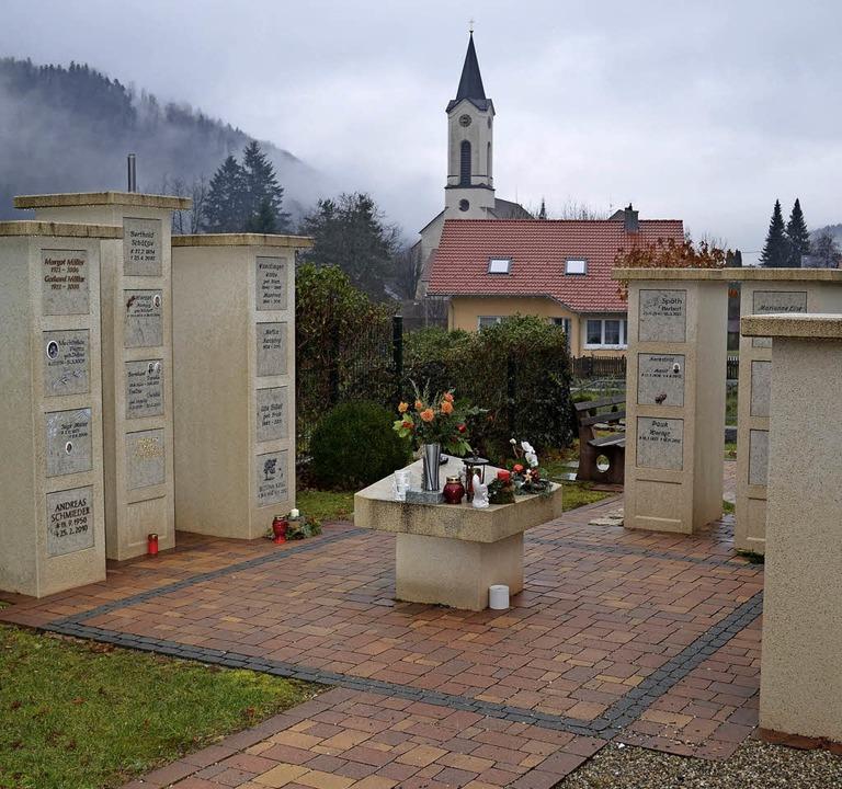 In Oberwinden existiert dieser Stelenplatz für Urnen.    Foto: Bayer
