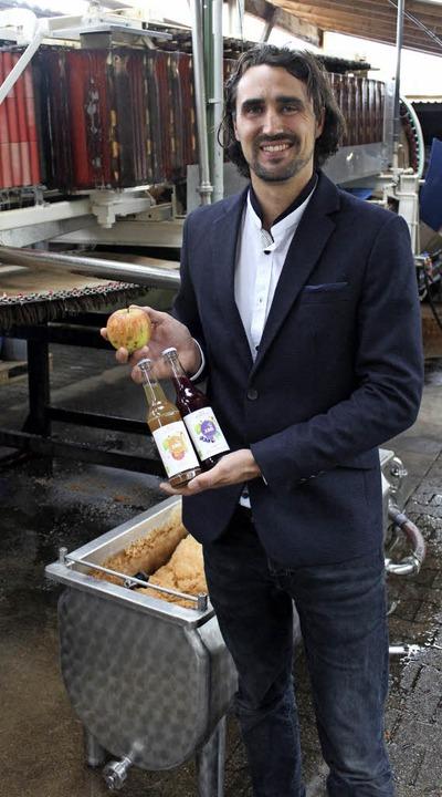 Die Rohstoffe und das fertige Produkt präsentiertLeander Jung-Lüdemann  | Foto: Valérie Baumanns