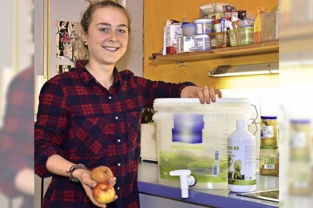 Studentin Isabell Schlangen hat einen Mini-Komposter gebastelt
