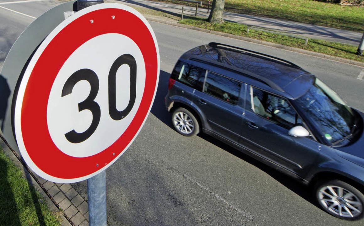 Eine Tempo-30-Zone für mehr Lärmschutz ist angedacht.   | Foto: dpa