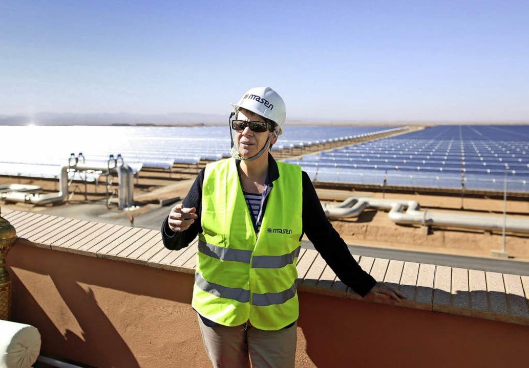 Barbara  Hendricks in der Wüste von Ouarzazate  | Foto: Bundesumweltministerium/Sascha Hilgers/dpa