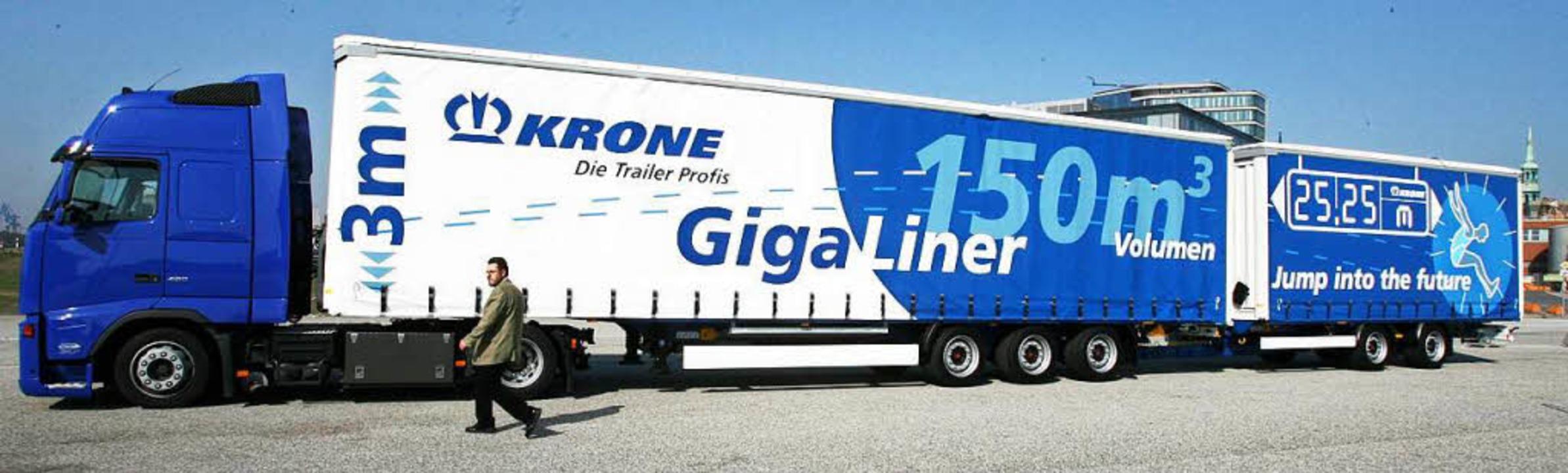 Solche Riesenlastwagen sollen bald zum Alltag gehören.    Foto: dpa