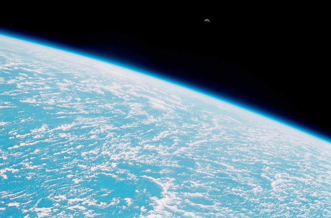 Blau, schön und sehr verletzlich. Ein Blick auf die Erde aus dem Weltraum.    Foto: Nasa