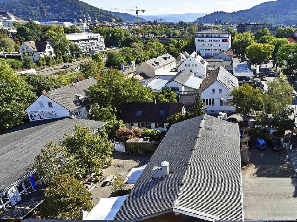 Das Kulturareal zwischen Zubringer-Mit... Straße 25 (Bildmitte oben) einziehen.  | Foto: Michael Bamberger