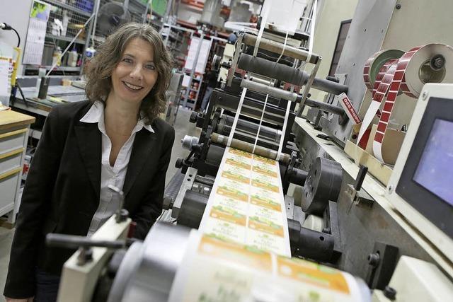 fs-Etiketten erweitert und investiert ins Werk